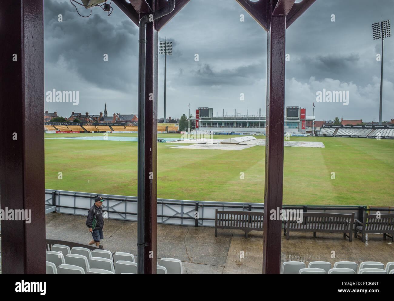Northampton, UK. 24th Aug, 2015. Rain halts play on the final day of the cricket match between Northamptonshire - Stock Image