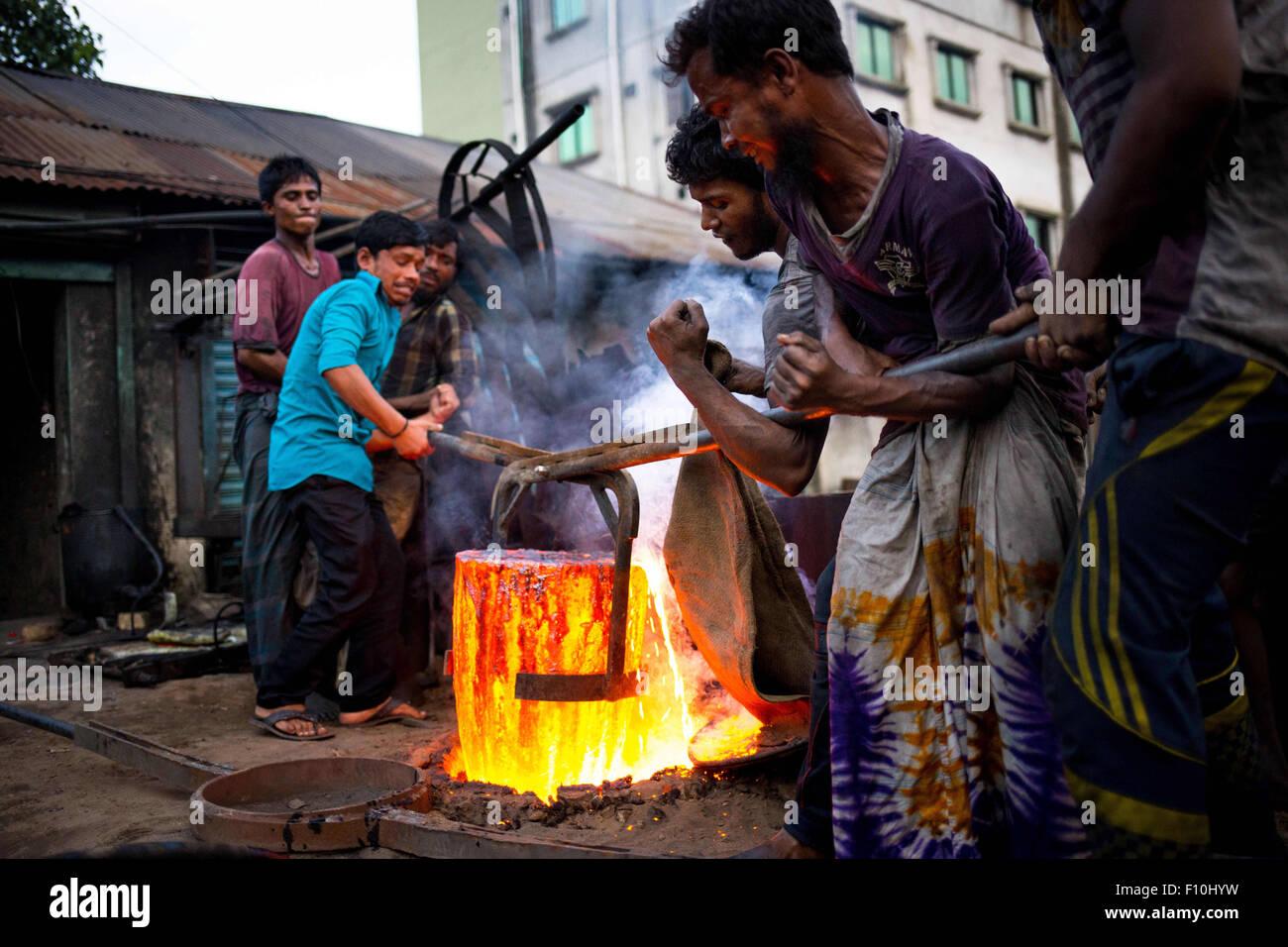 Dhaka, Bangladesh. 24th Aug, 2015. Aug. 16, 2015 - Dhaka, Bangladesh - There are many shipyards located in Dhaka, - Stock Image