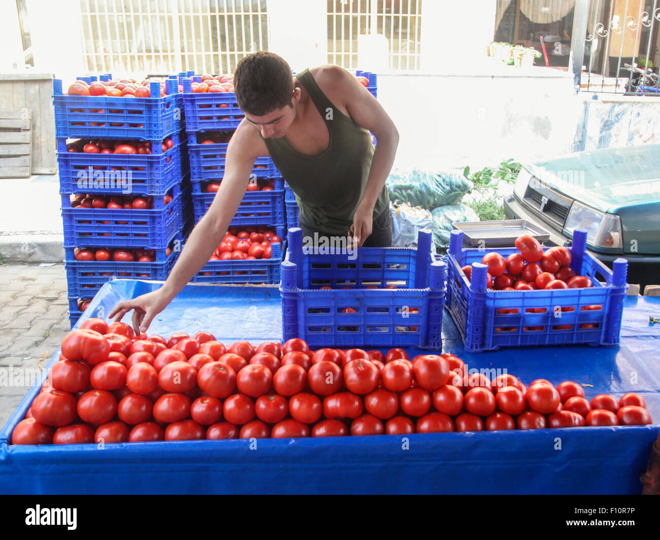 Tomato salesman in Kusadasi, Turkey - Stock Image