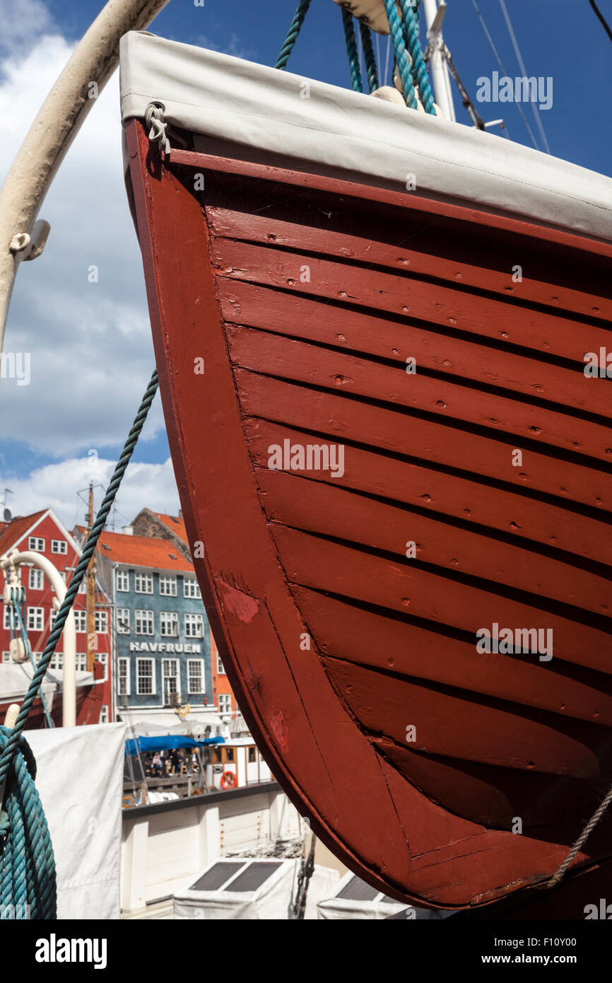 Bow of lifeboat hanging from a davit on antique lightship Fyrskip XVII in Copenhagen's Nyhavn. - Stock Image