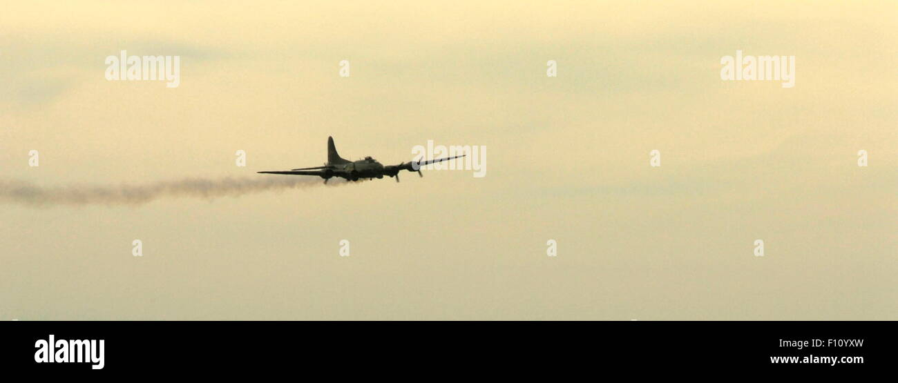 AJAXNETPHOTO. 2013. SHOREHAM, ENGLAND. - LAST OF THE B-17S - B-17 FLYING FORTRESS G-BEDF SALLY-B MAKING A LOW PASS - Stock Image