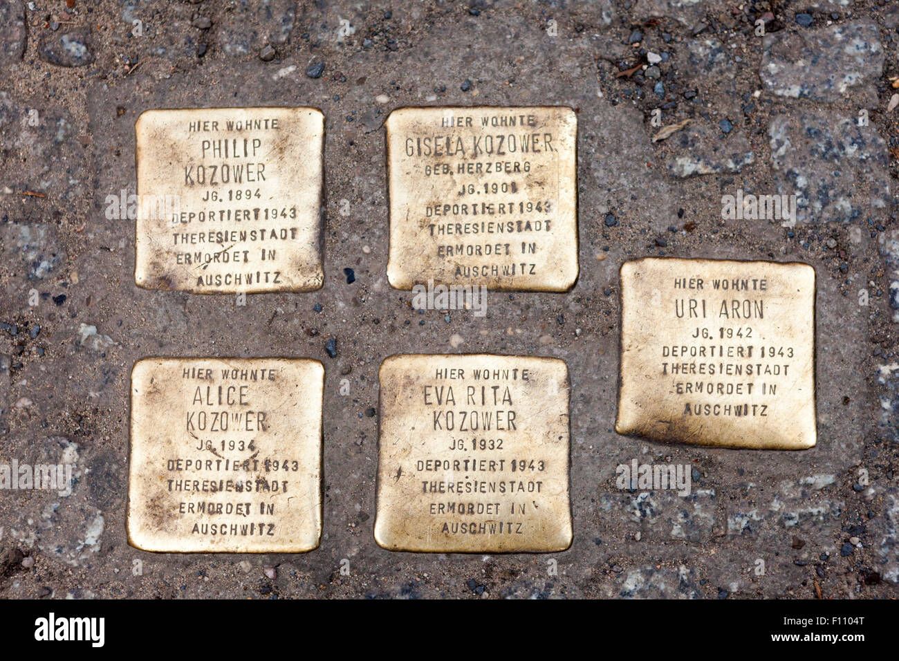 Five plaques in front of the Rosethalerstrasse house in Berlin from which these Jewish Holocaust victims were deported. - Stock Image