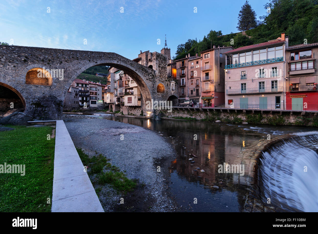 Nou bridge, Camprodon. Ter river. XIIth century. - Stock Image