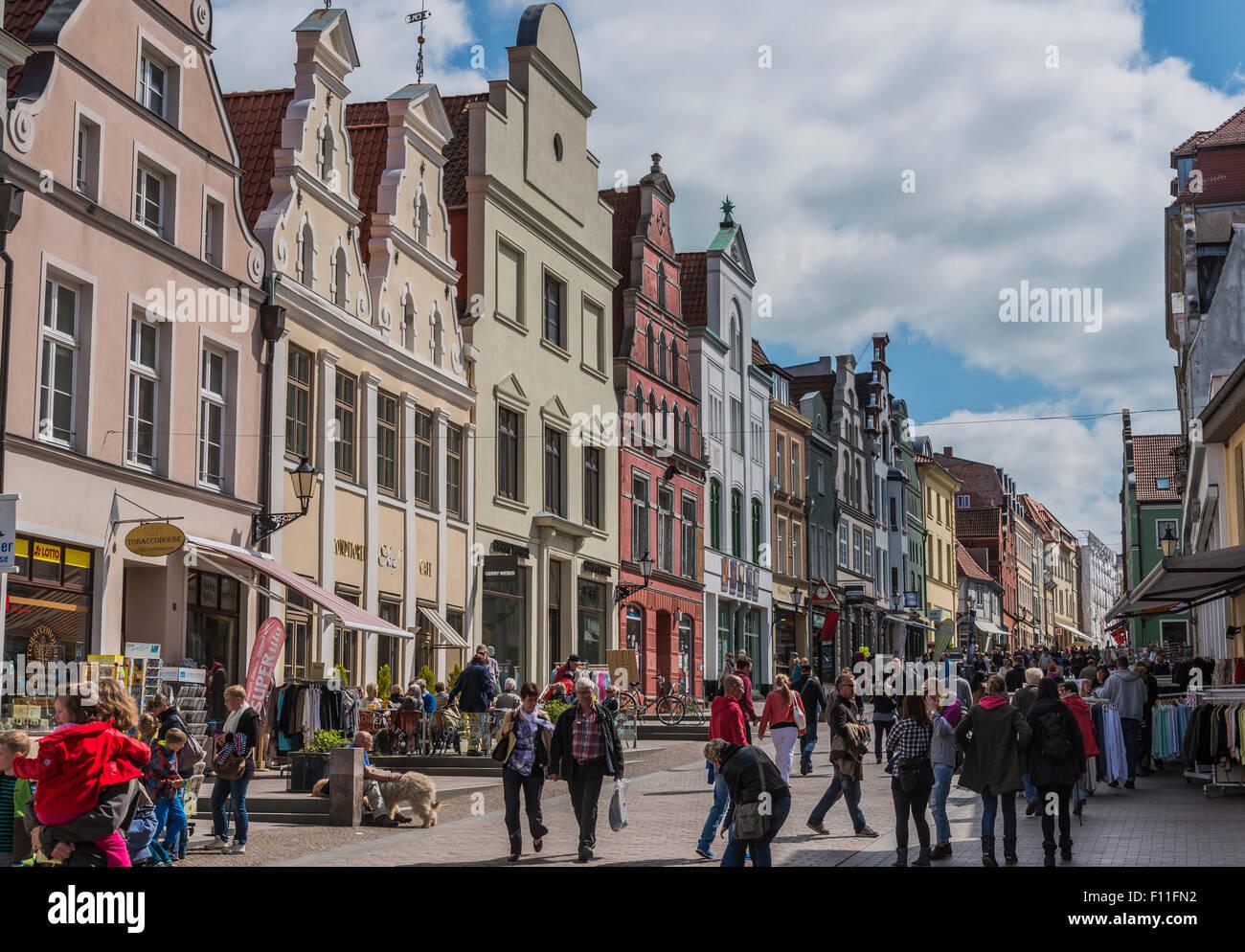 Pedestrian zone, city of Wismar, Mecklenburg-Western Pomerania, Germany - Stock Image