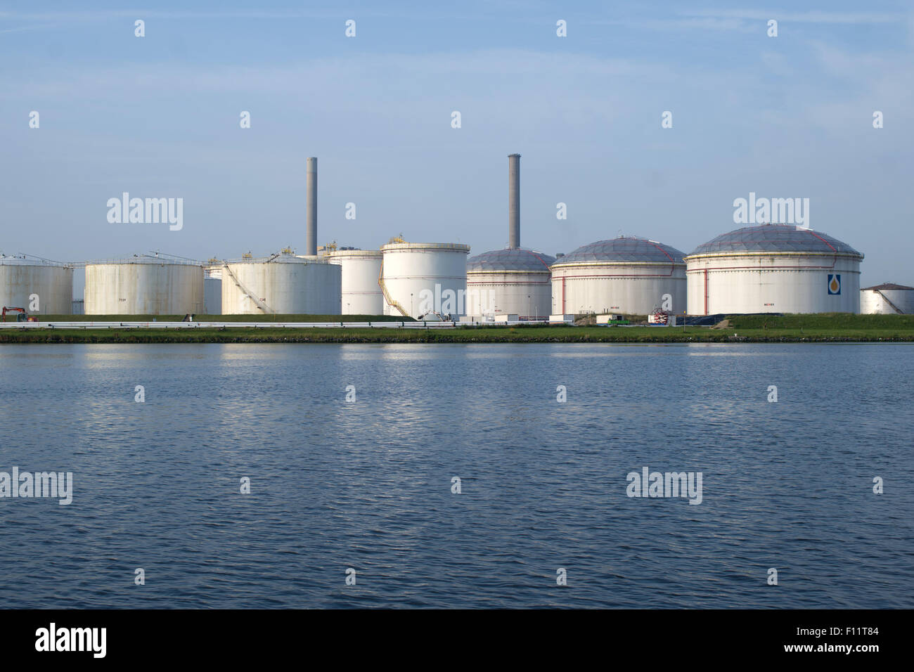 Large Industrial liquid storage facility Amsterdam - Stock Image