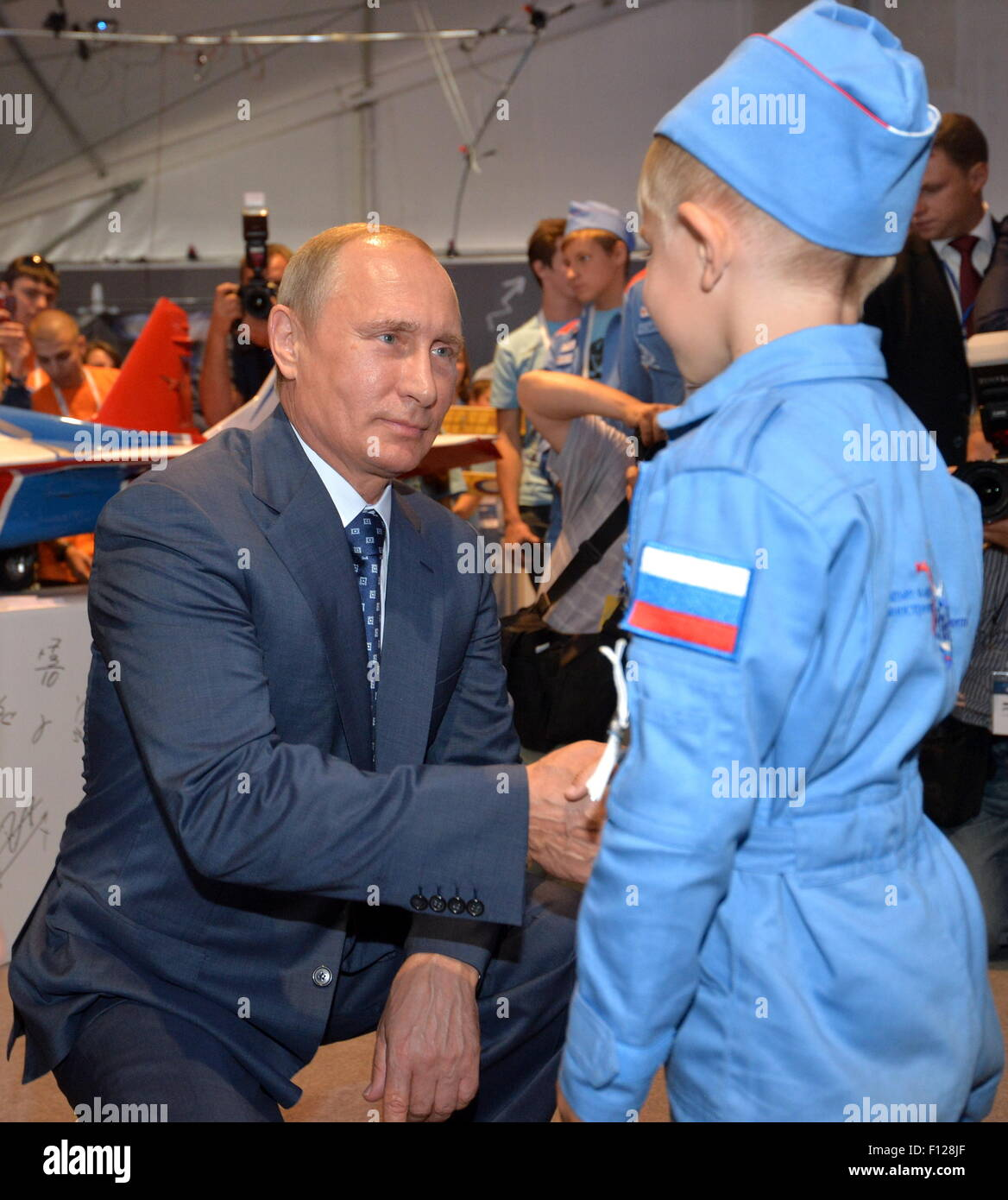 Moscow Region, Russia. 25th Aug, 2015. Russia's President Vladimir Putin talks to a boy as he visits the pavilion - Stock Image