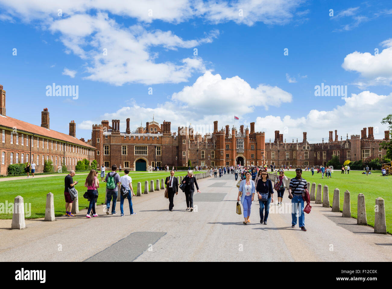 Visitors at the entrance to Hampton Court Palace, Richmond upon Thames, London, England, UK - Stock Image