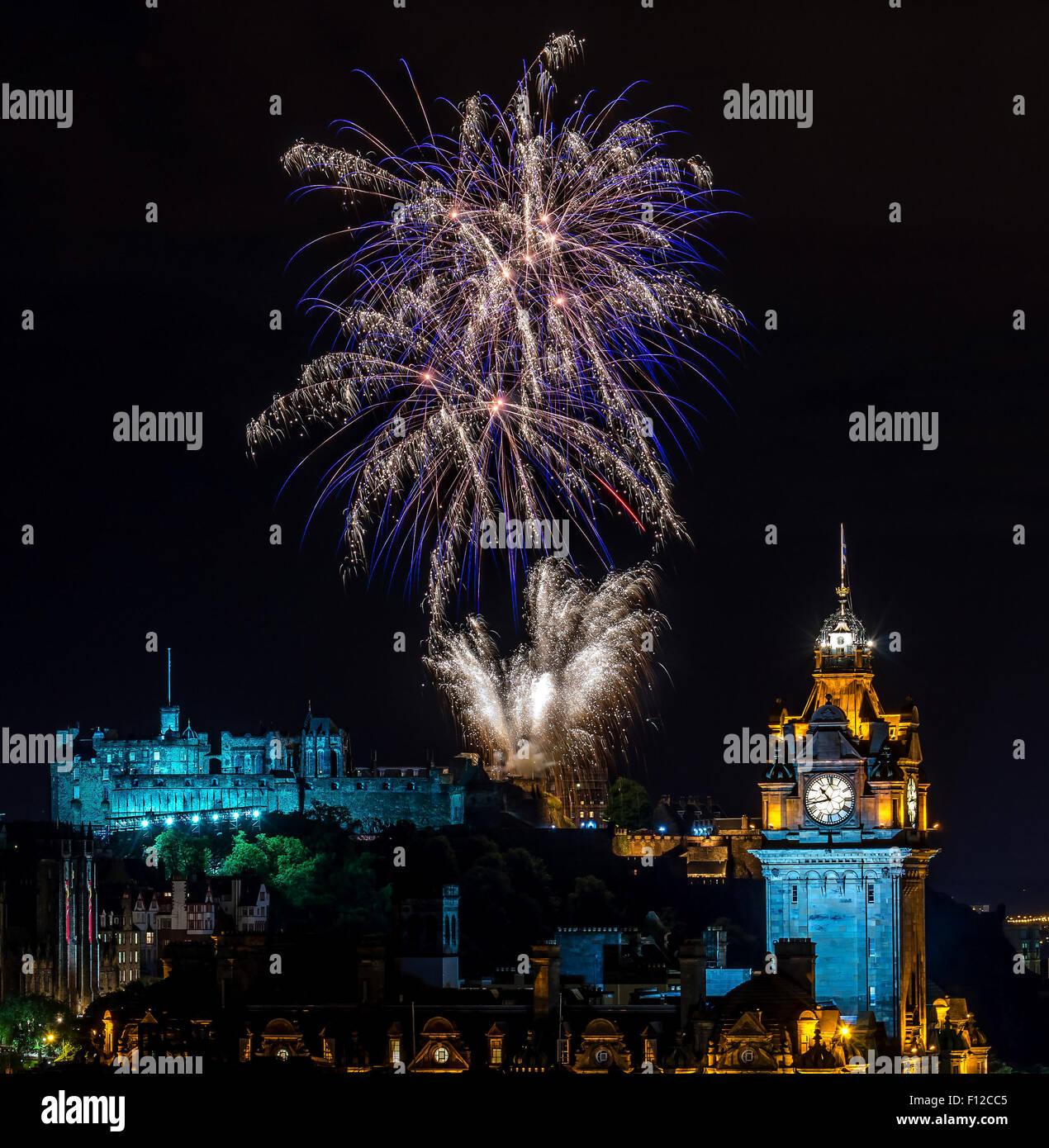 Fireworks above Edinburgh Castle at the end of the Edinburgh Military Tattoo Stock Photo