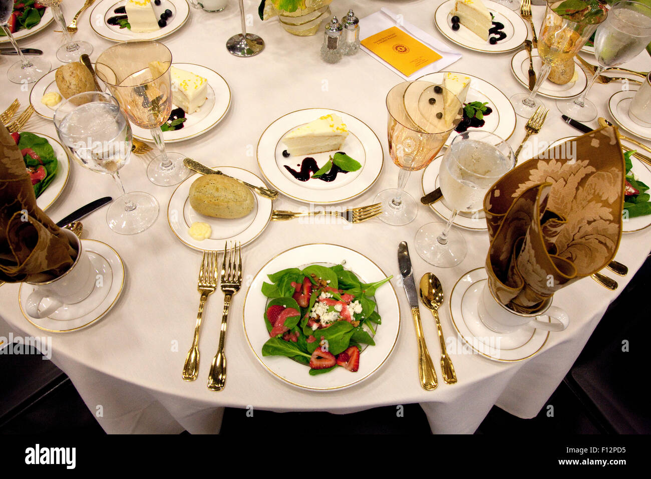 A luncheon table setting honoring Macalester College Scots that have graduated 50 years or more. St Paul Minnesota - Stock Image
