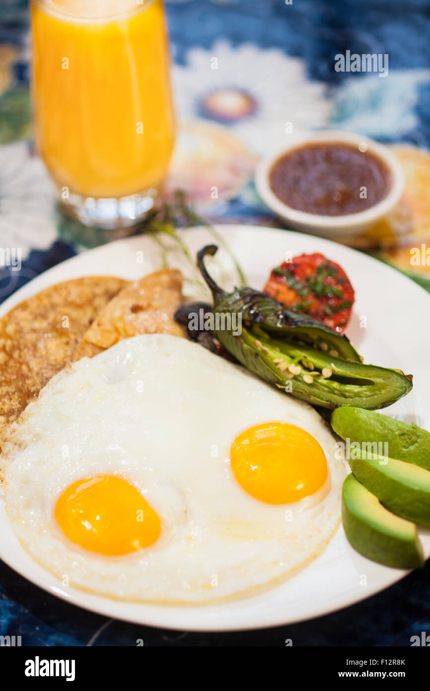 huevos rancheros with tortilla, roasted chile and avocado with orange juice, Bella Vista Restaurant, Santa Barbara - Stock Image