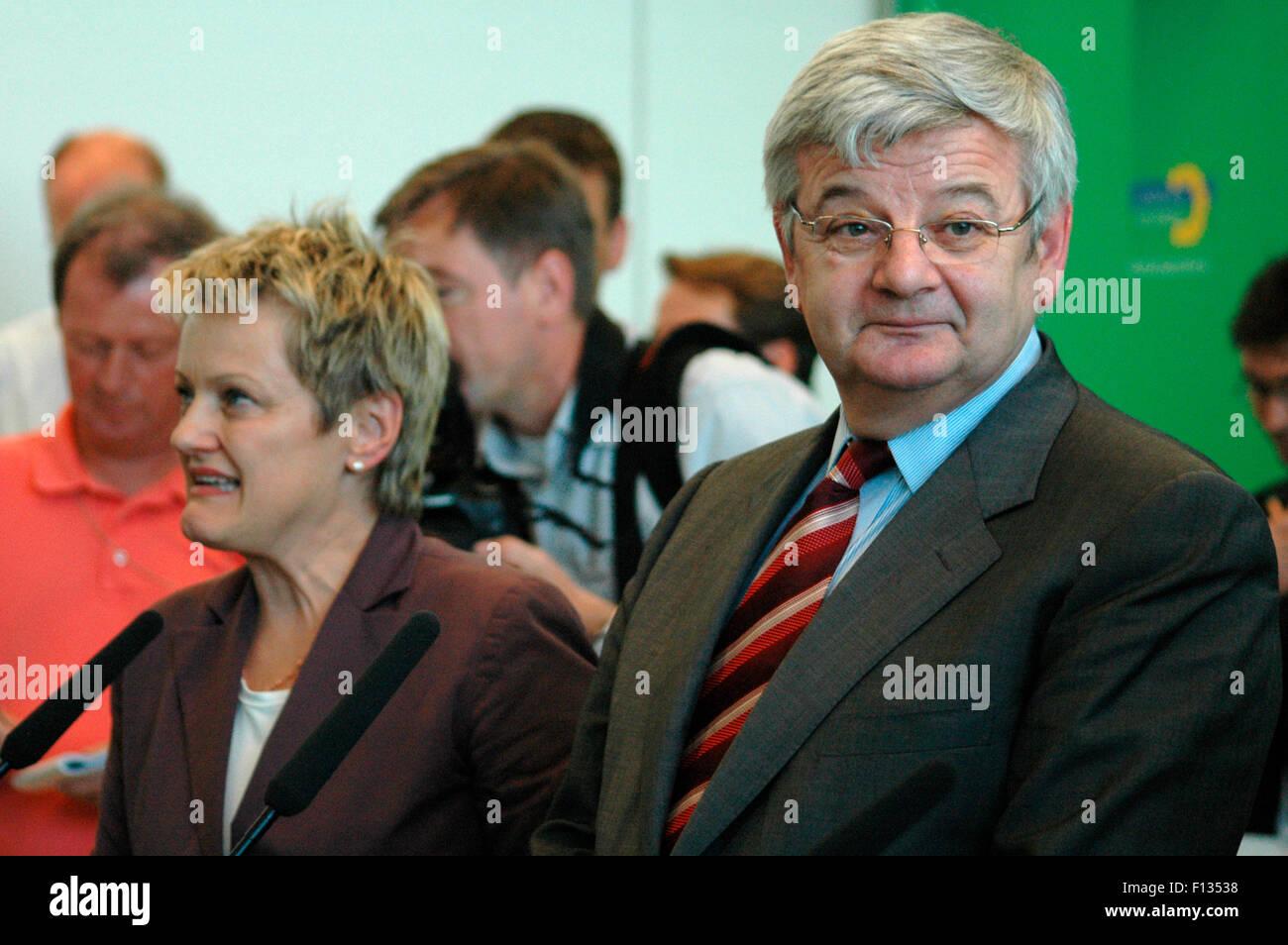 Renate Kuenast, Joschka Fischer - Pressekonferenz nach seiner Verabschiedung durch die Bundestagsfrakton der Gruenen am 27. Juni Stock Photo