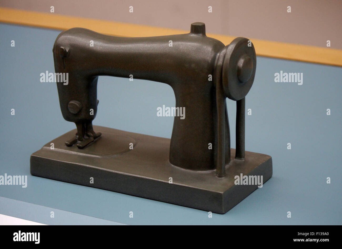 Modell einer Naehmaschine - Deutsches Technikmuseum, Berlin-Kreuzberg. Stock Photo
