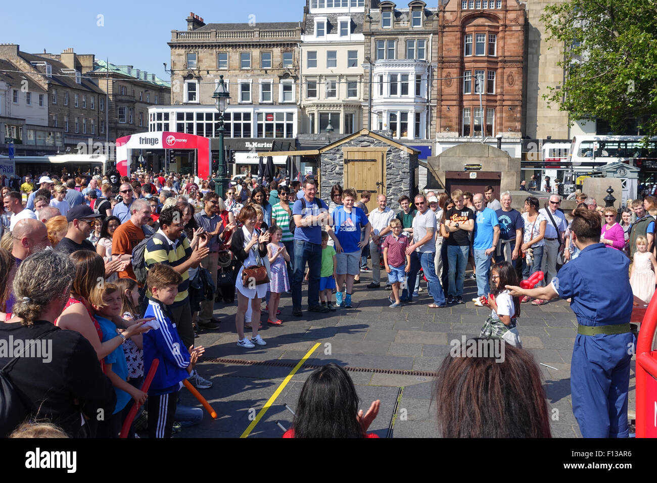 Street Performers, Mound Precinct, during Edinburgh Festival - Stock Image