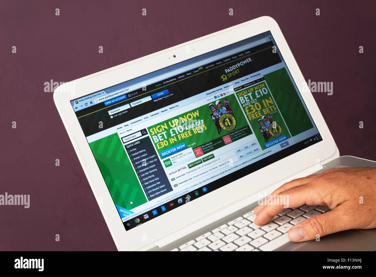Website belonging to Paddy Power being viewed on a laptop computer - Stock Image