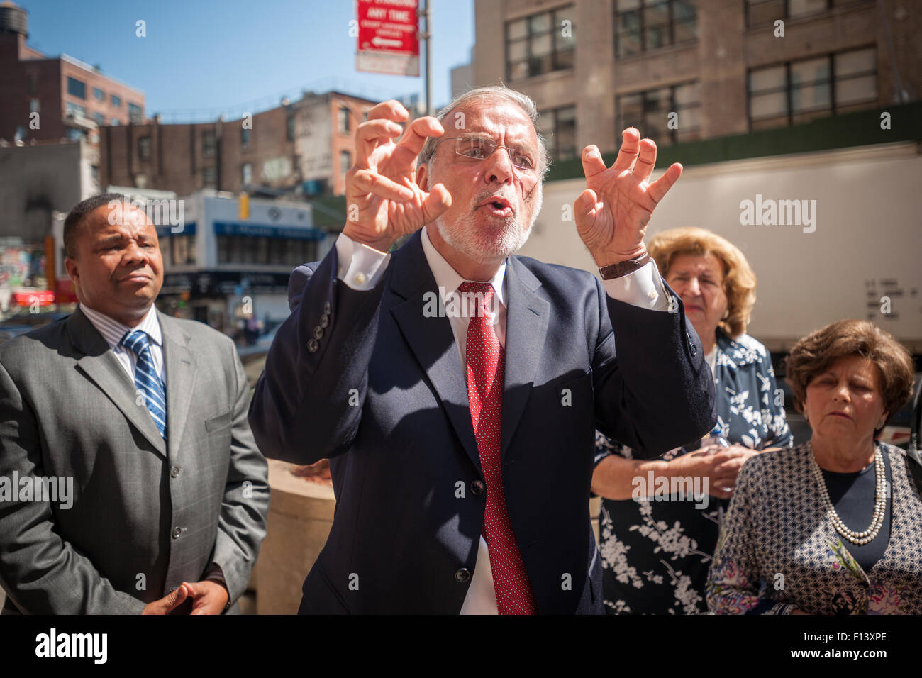 New York, USA. 26th Aug, 2015. NYS Assemblyman Dov Hikind, center, surrounded by Holocaust survivors and elected Stock Photo