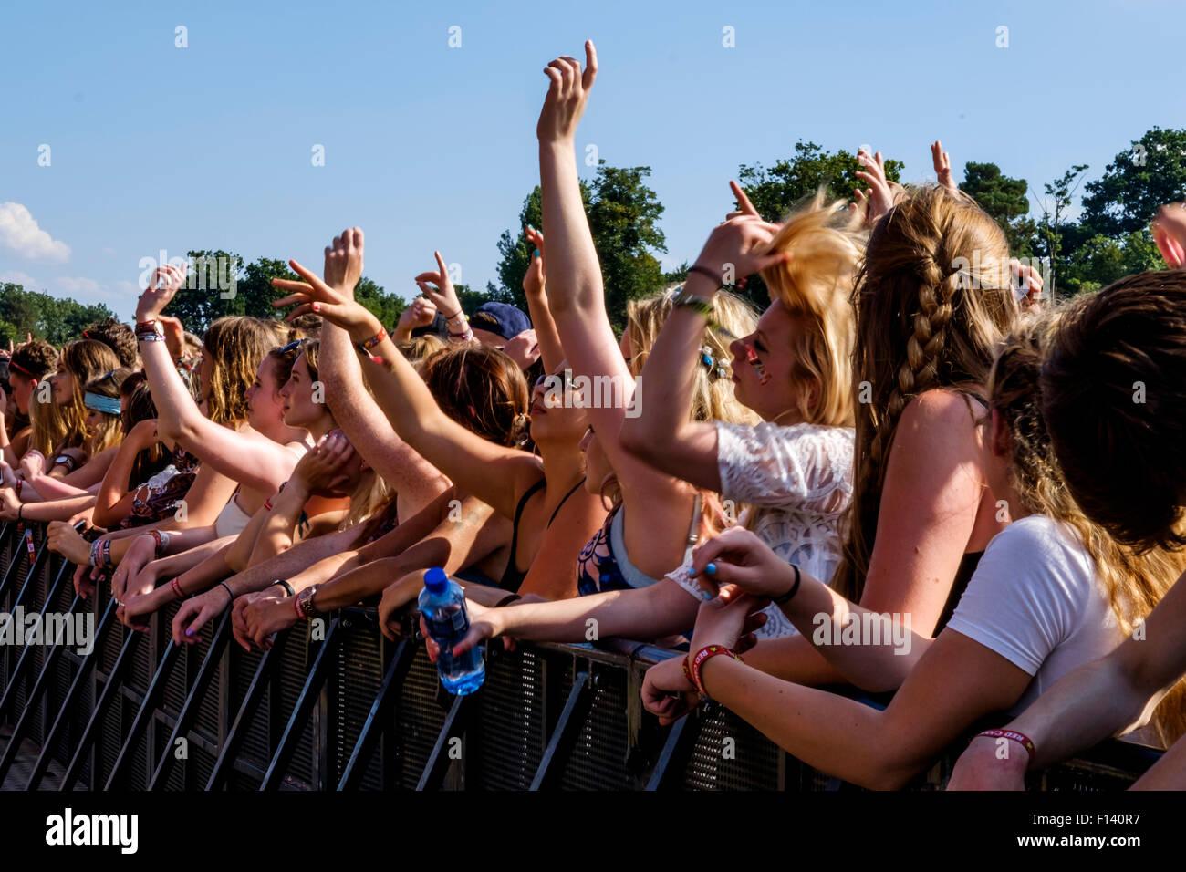 naked-girl-v-festival-chelmsford