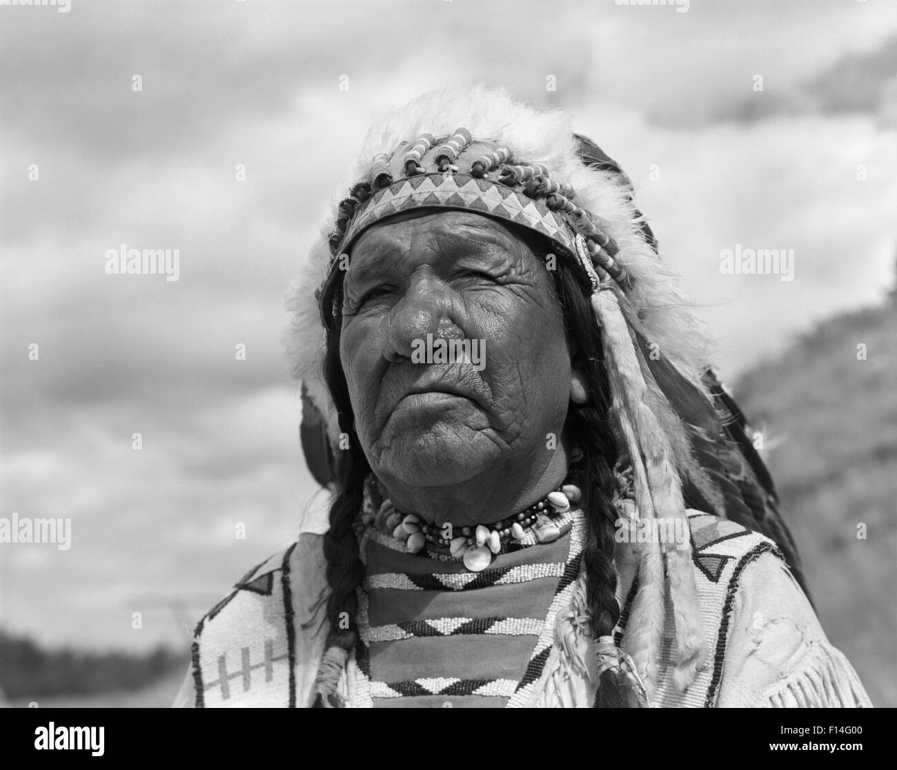 1960s PORTRAIT NATIVE AMERICAN MAN CHIEF BLACKFOOT INDIAN TRIBE IN BROWNING MONTANA - Stock Image