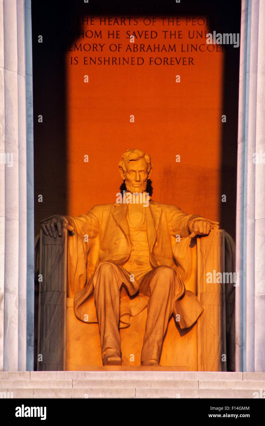 LINCOLN MEMORIAL WASHINGTON DC USA DANIEL CHESTER FRENCH STATUE OF ABRAHAM LINCOLN - Stock Image