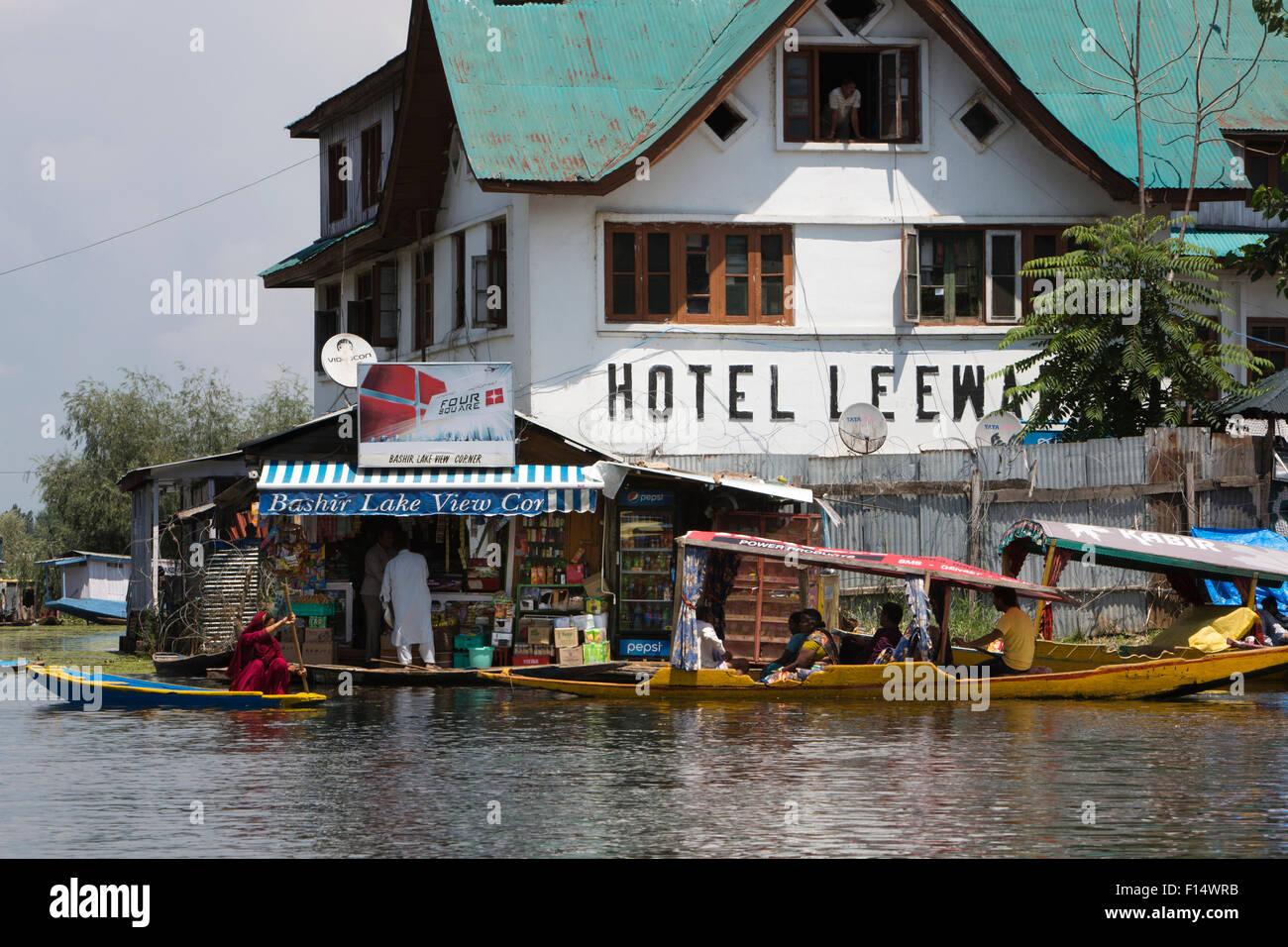 India, Jammu & Kashmir, Srinagar, Dal Lake, Hotel Leeward with connection to VS Naipaul, now Police Post - Stock Image