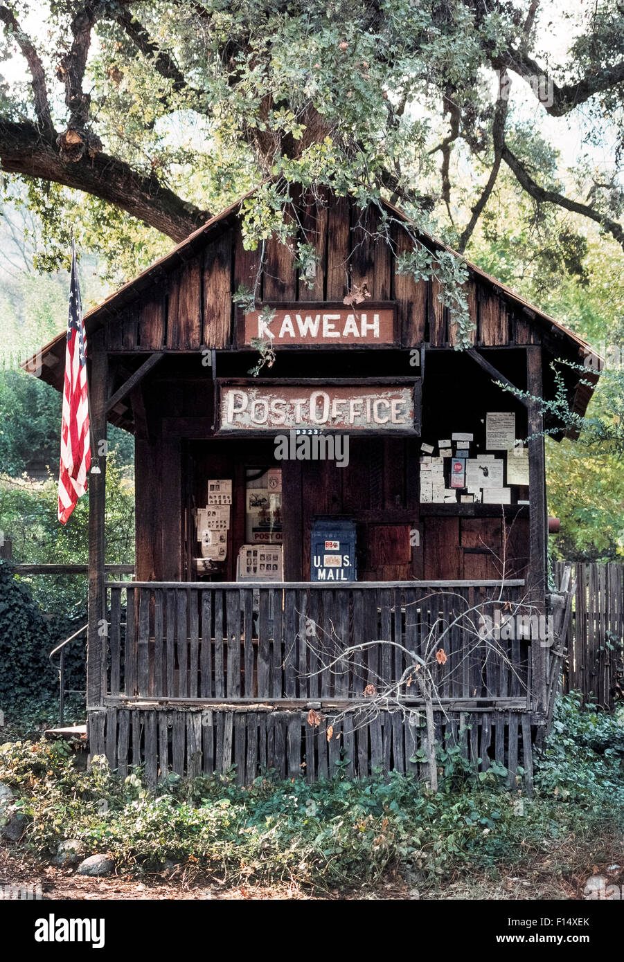 The tiny Kaweah Post Office has been operating since 1910 near the southern entrance to Sequoia and Kings Canyon - Stock Image