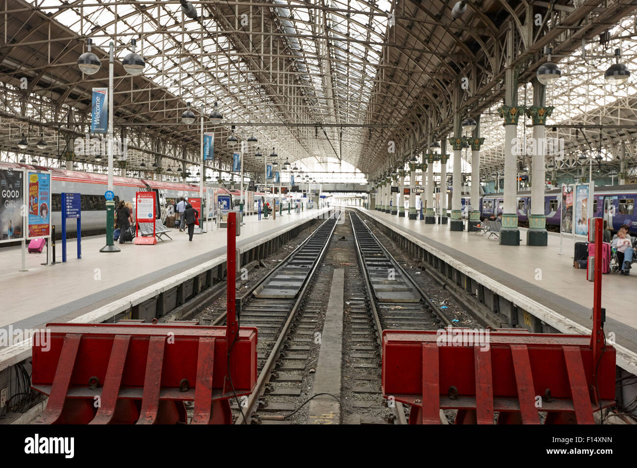 end buffers and platforms at Piccadilly train station Manchester UK - Stock Image