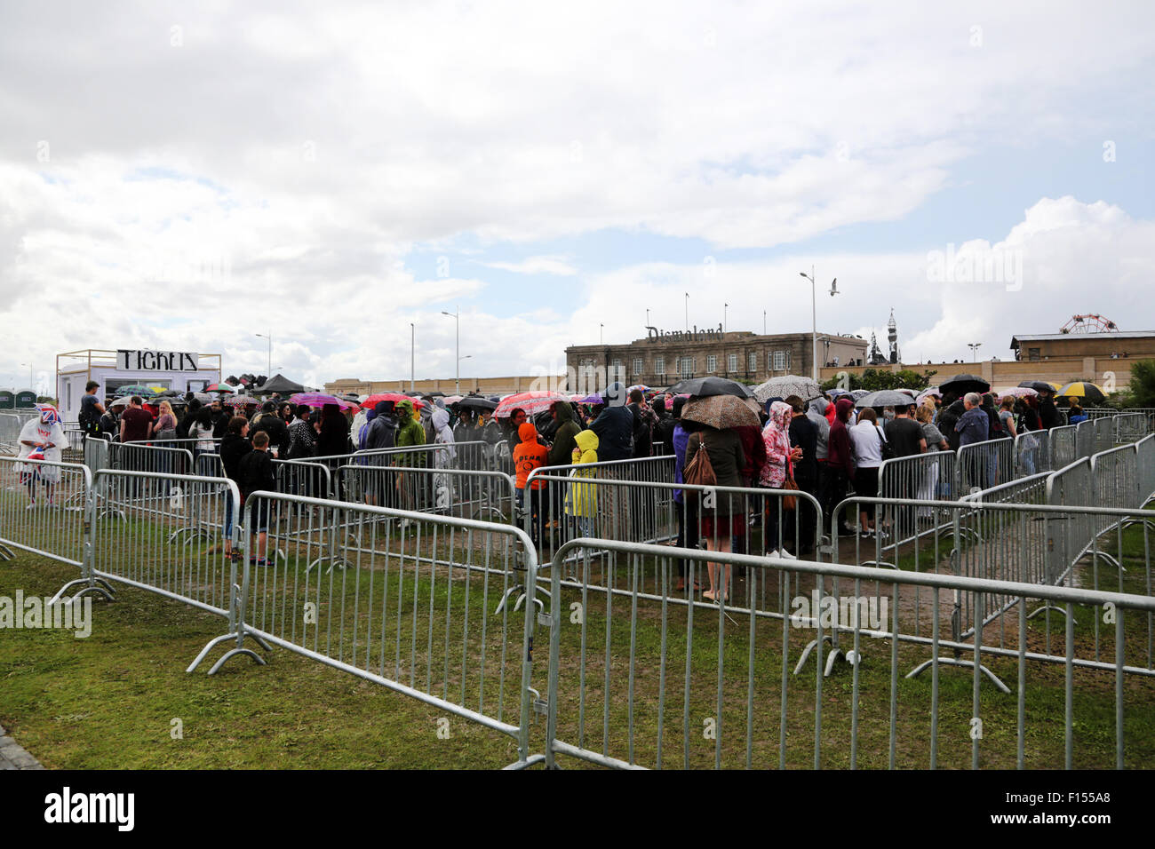 Weston-s-Mare, UK. 27th August 2015. People queuing for tickets for entry to the Banksy Dismaland Fun Park in Weston Stock Photo