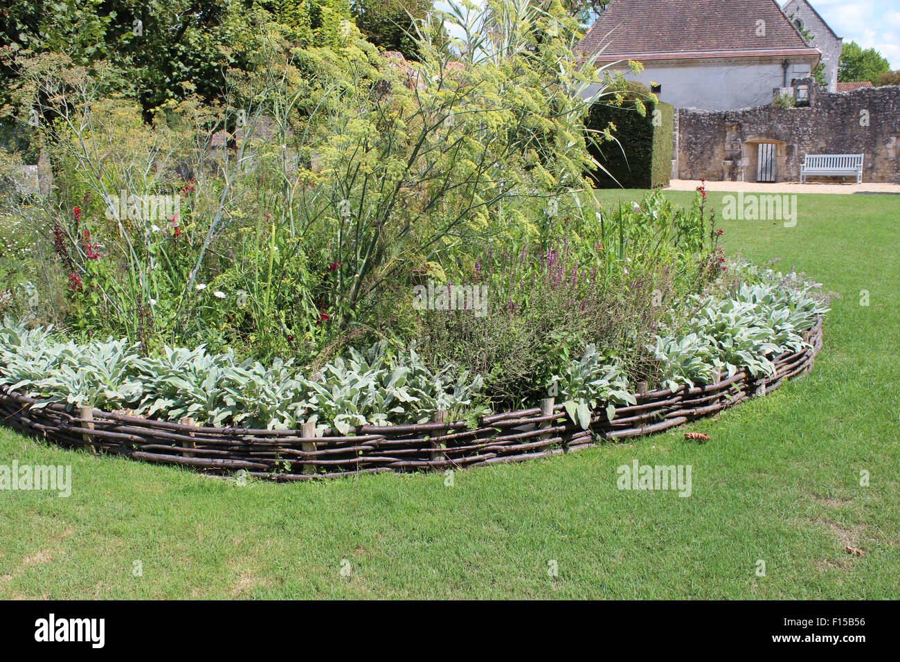 Natural Wooden Garden Fence Feature For Flower Bed In Gardens Of