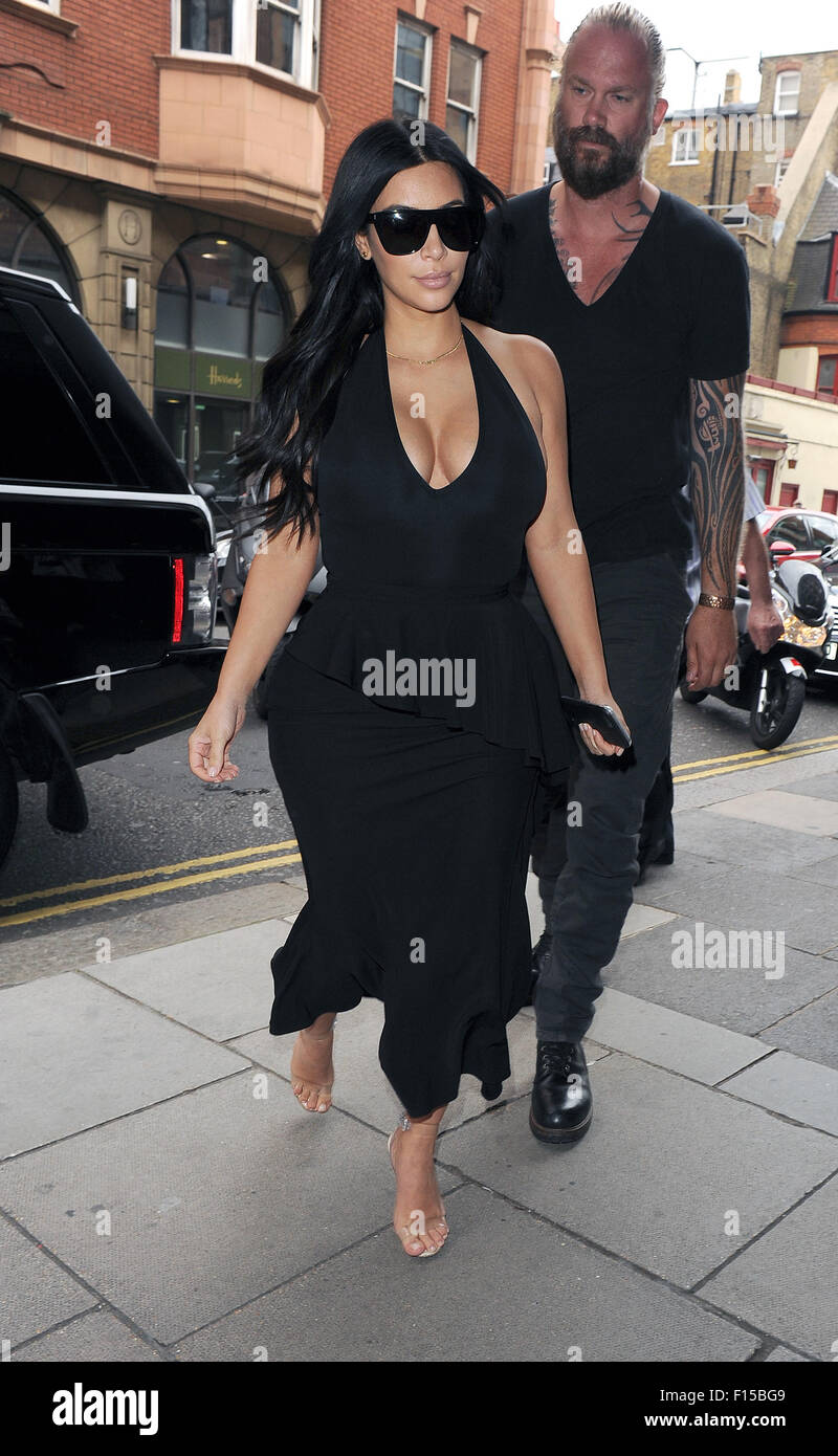 Kim Kardashian indulges in some retail therapy at luxury department store Harrods. As she left, Kim bumped into - Stock Image