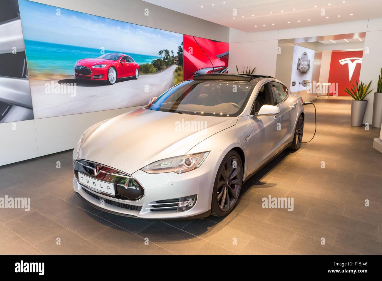 Tesla car showroom, Kurfurstendamm, Berlin, Germany - Stock Image