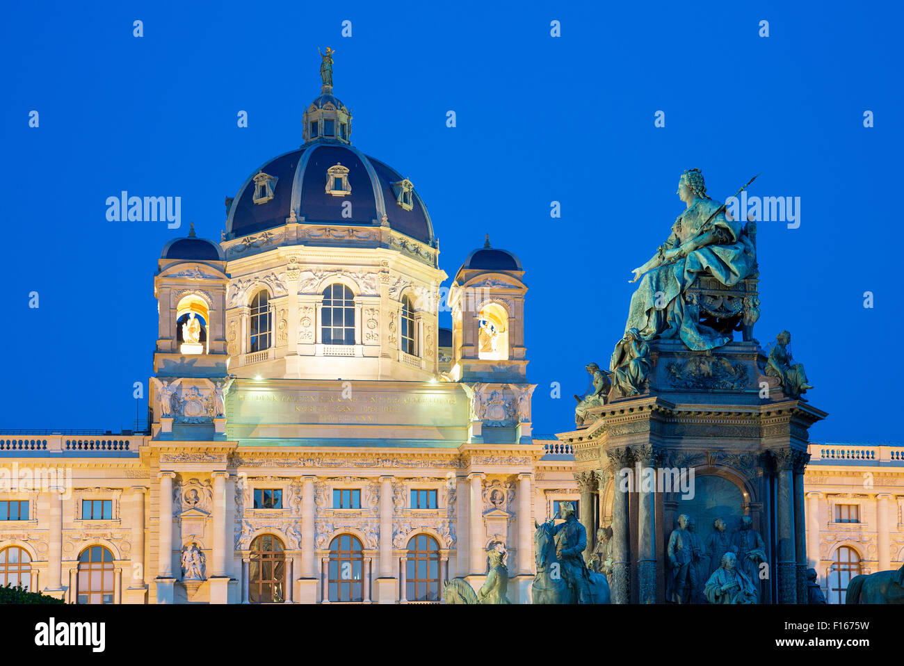 Austria, Vienna, view of Natural History Museum, Maria Theresa monument and Garden - Stock Image