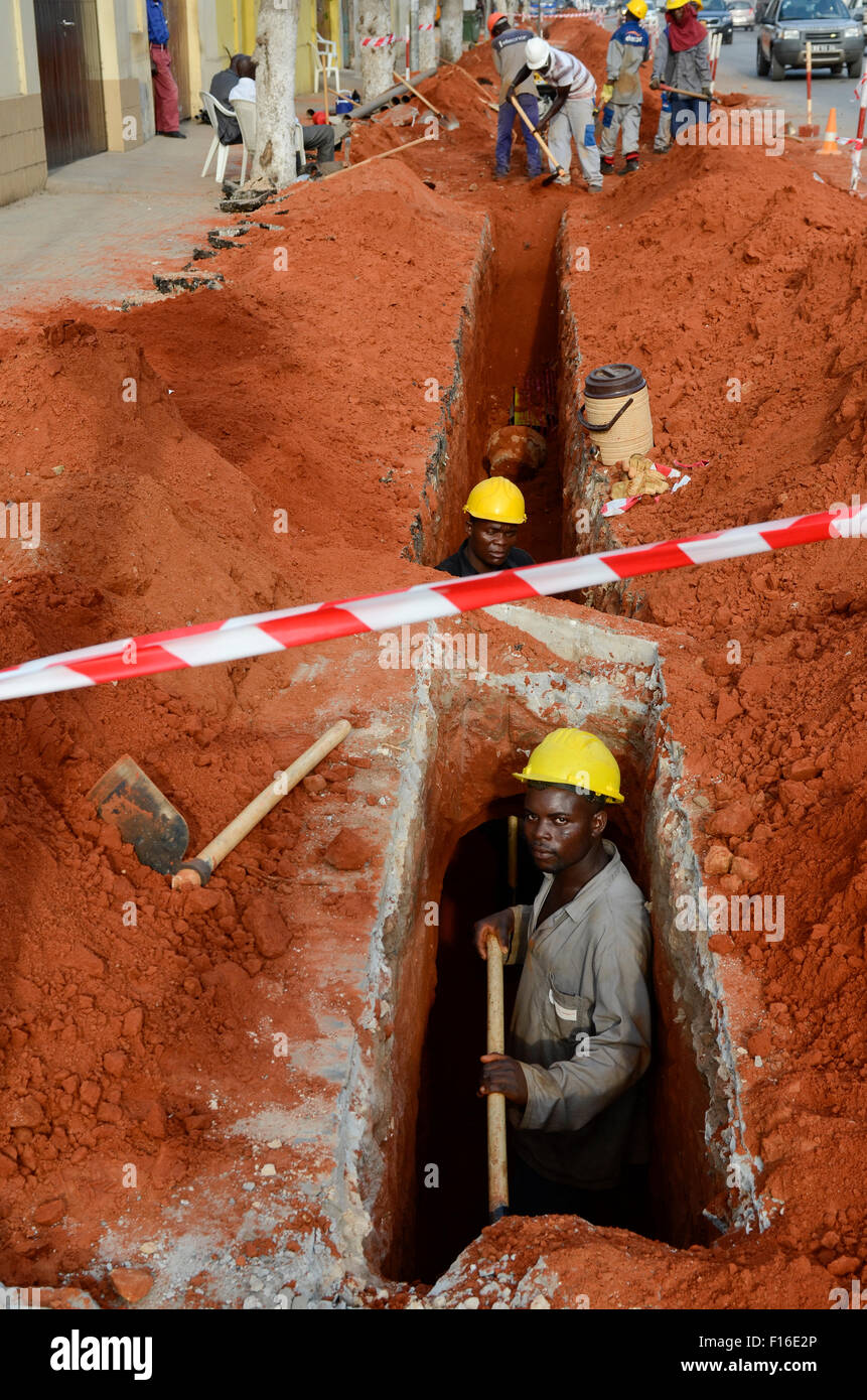 ANGOLA Luanda, road construction and cable canal - Stock Image