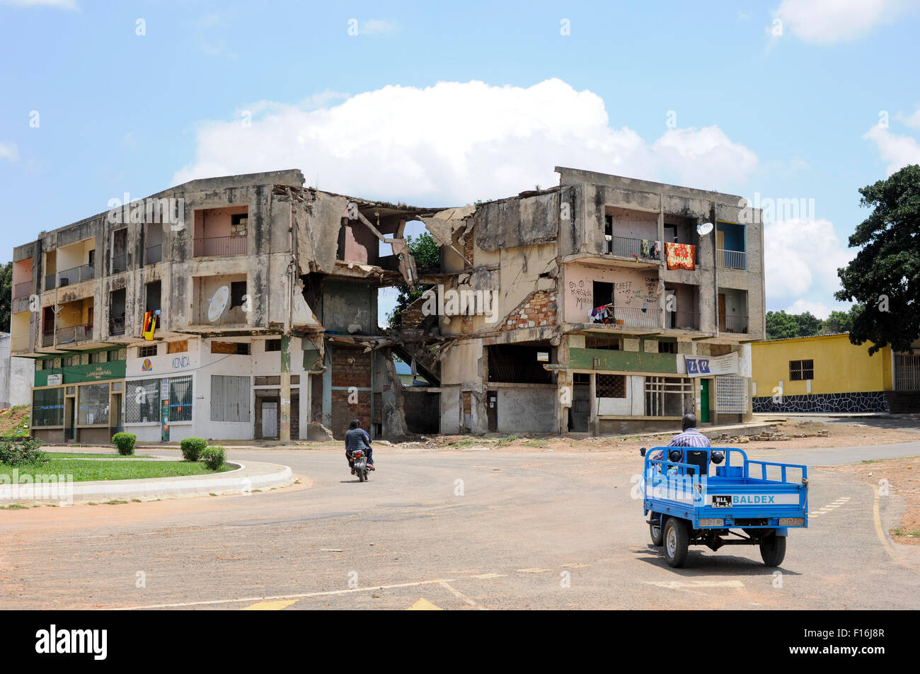 Africa ANGOLA Quibala, destroyed buildings from civil war between MPLA and UNITA - Stock Image
