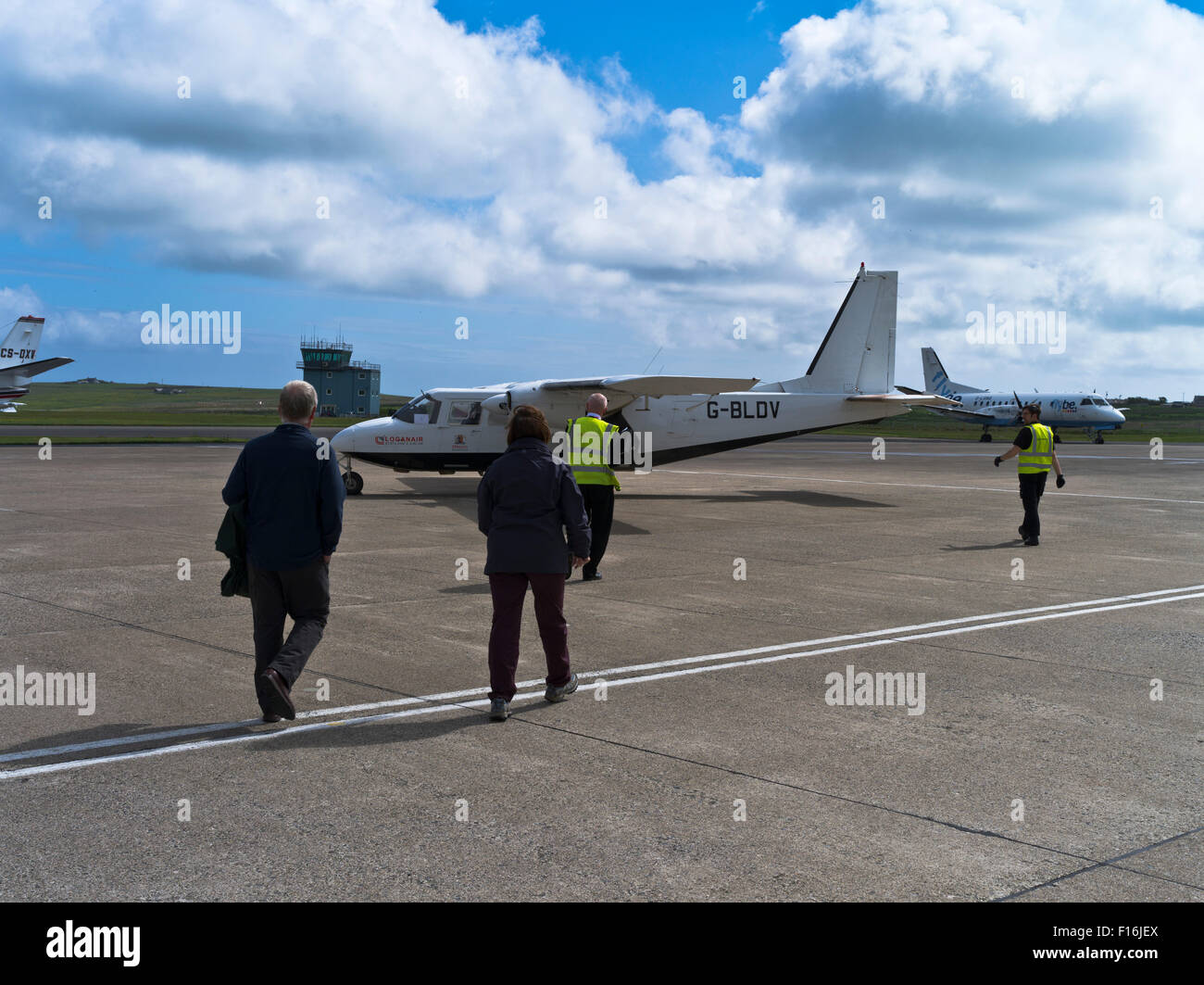 dh Kirkwall airport KIRKWALL ORKNEY Passenagers boarding