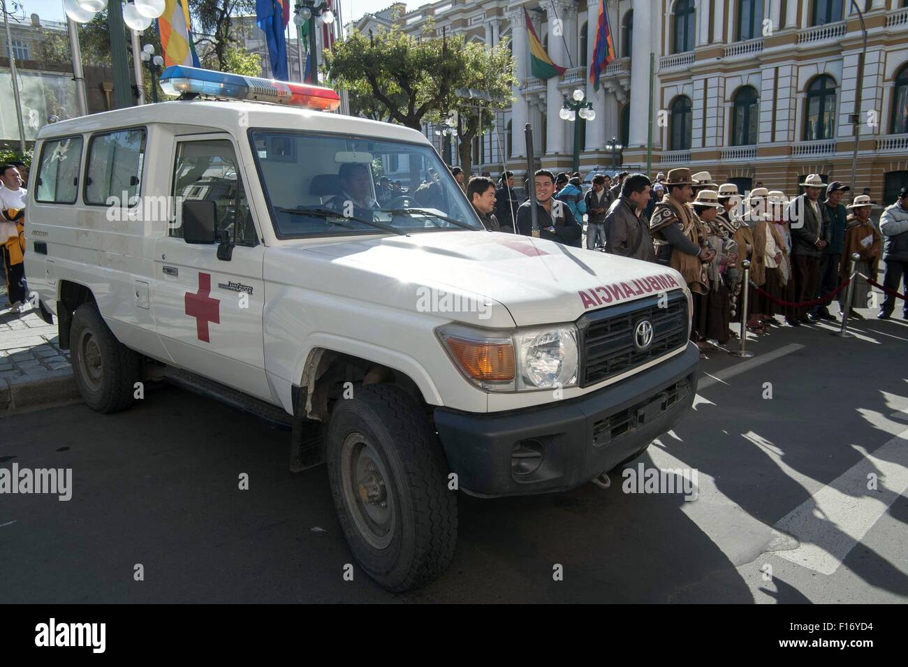 La Paz, Bolivia. 28th Aug, 2015. People attend the handover ceremony of an ambulance for the community of Cosapa - Stock Image