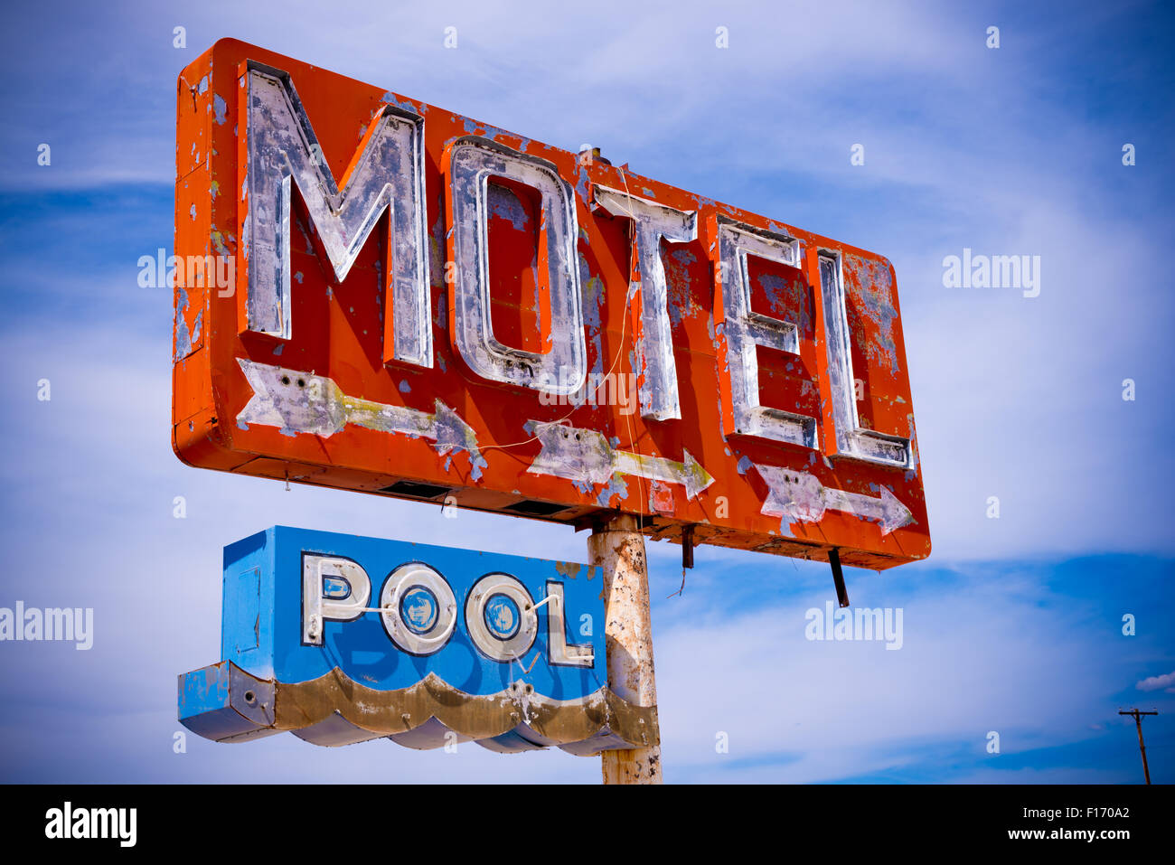An old decrepit, flaking neon motel sign in the American Desert - Stock Image