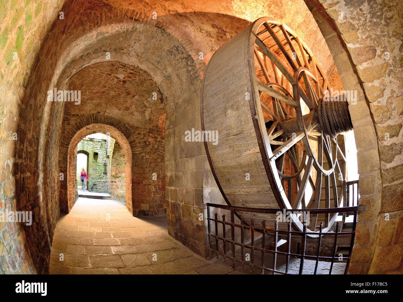 France, Normandy: Transport wheel in the Abbey of Le Mont St. Michel - Stock Image