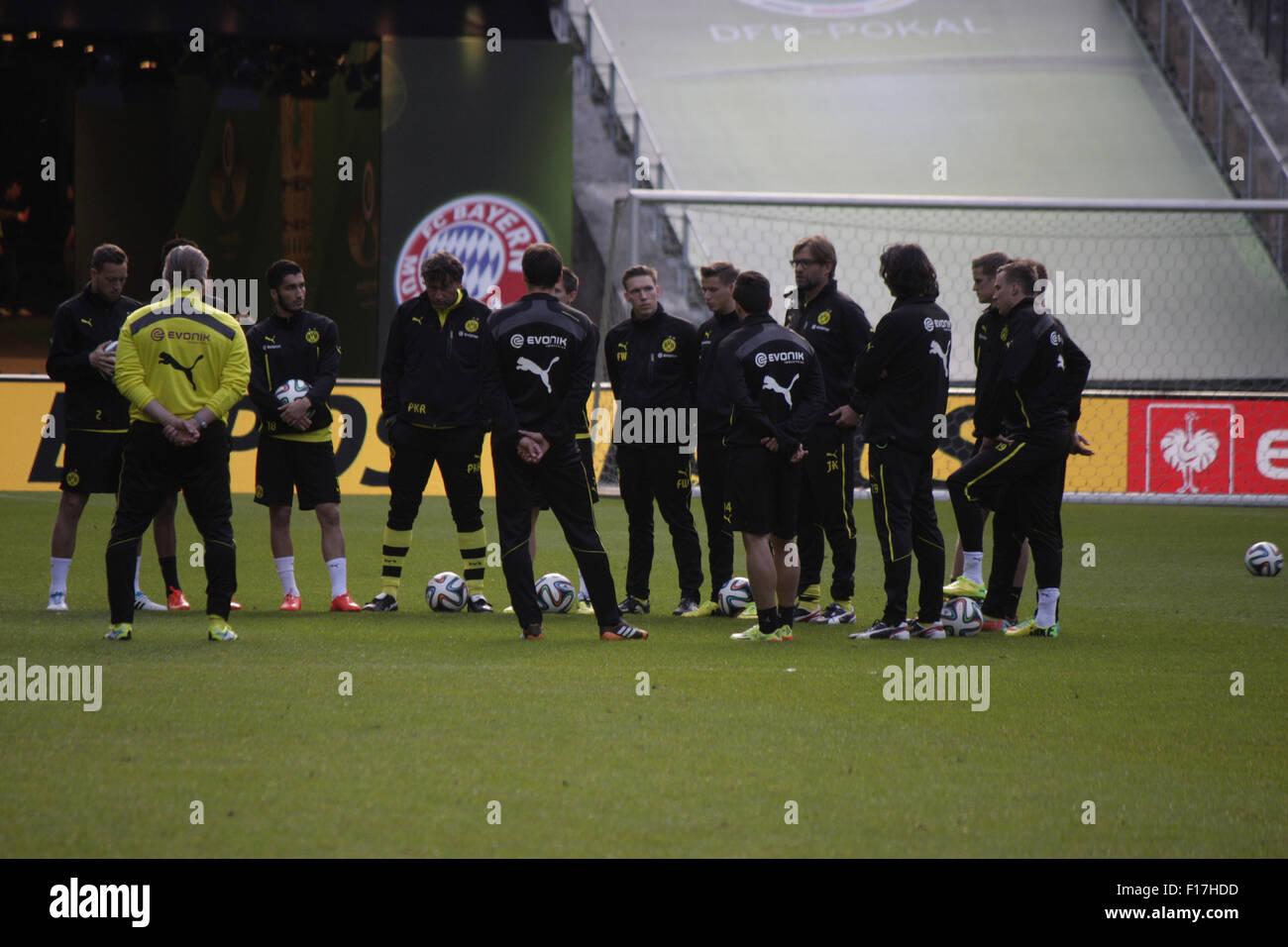 die Mannschaft von Borussia Dortmund mit Trainer Juergen Klopp - Training von Borussia Dortmund vor dem anstehenden - Stock Image