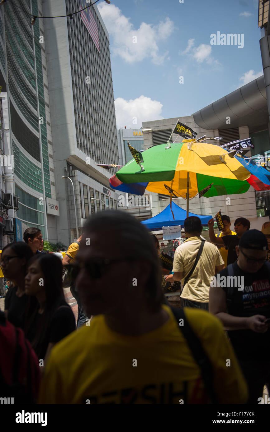 kuala lumpur malaysia 29 august 2015 small bersih 4 0 flags beingkuala lumpur malaysia 29 august 2015 small bersih 4 0 flags being sold credit fadza ishak alamy live news