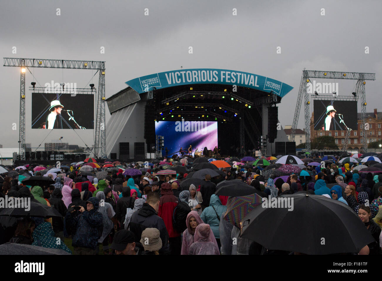 Portsmouth, UK. 29 August 2015. Victorious Festival Saturday wash out. Crowds watch The Fratellis on the main stage, Stock Photo