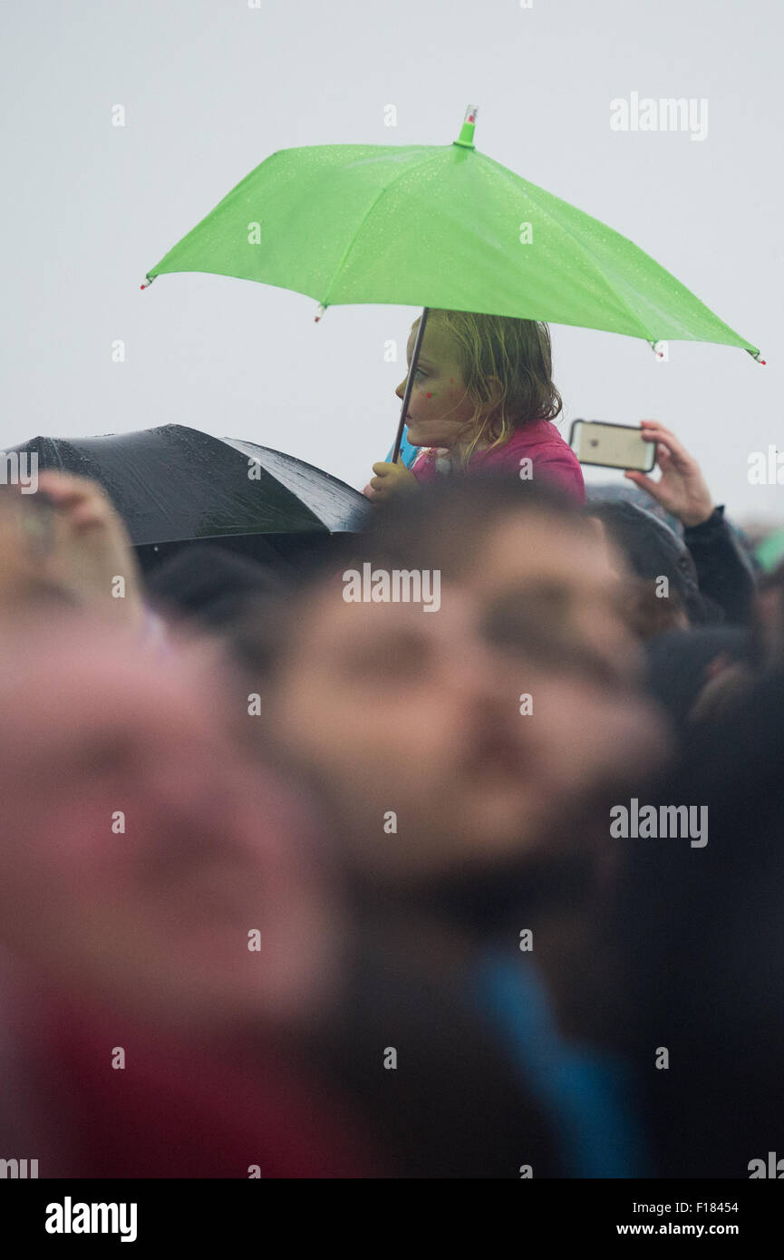 Portsmouth, UK. 29th August 2015. Victorious Festival - Saturday. A small child is hoisted onto shoulders for a Stock Photo