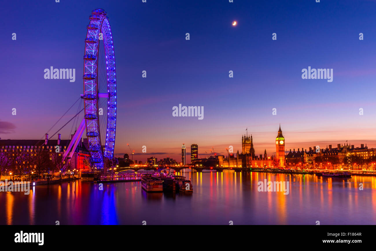 London, United Kingdom, 25th December 2014. The Sunset on the Christmas Day. - Stock Image