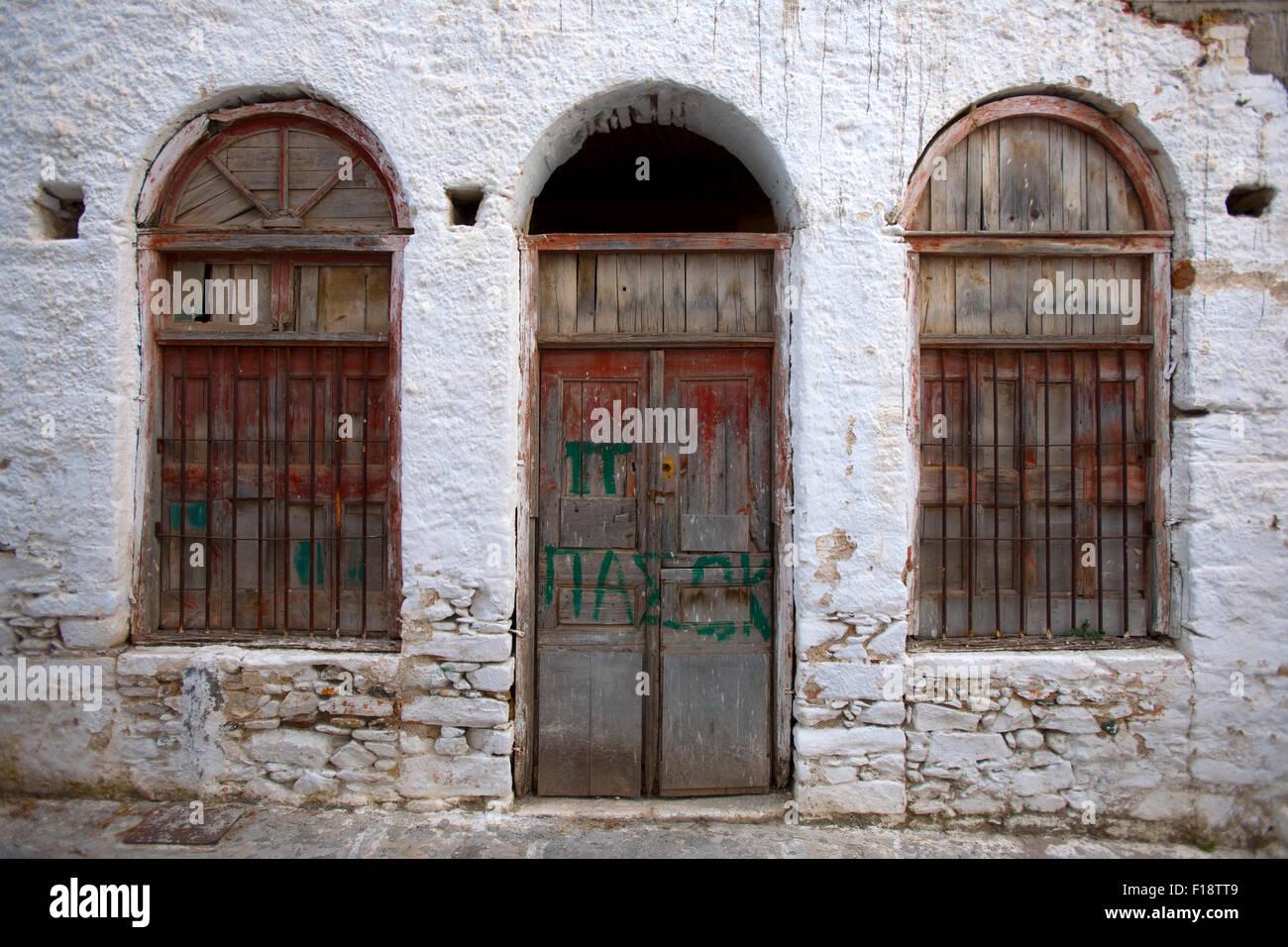 Griechenland, Kykladen, Naxos, Chalki, Hausfassade in der historischen Altstadt - Stock Image