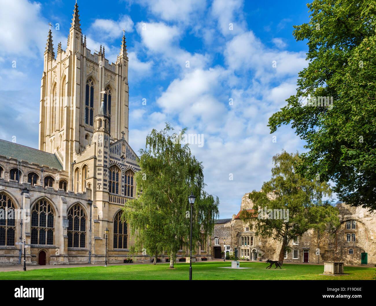 Bury St Edmunds, Suffolk. St Edmundsbury Cathedral in the early evening, Bury St Edmunds, Suffolk, England, UK - Stock Image