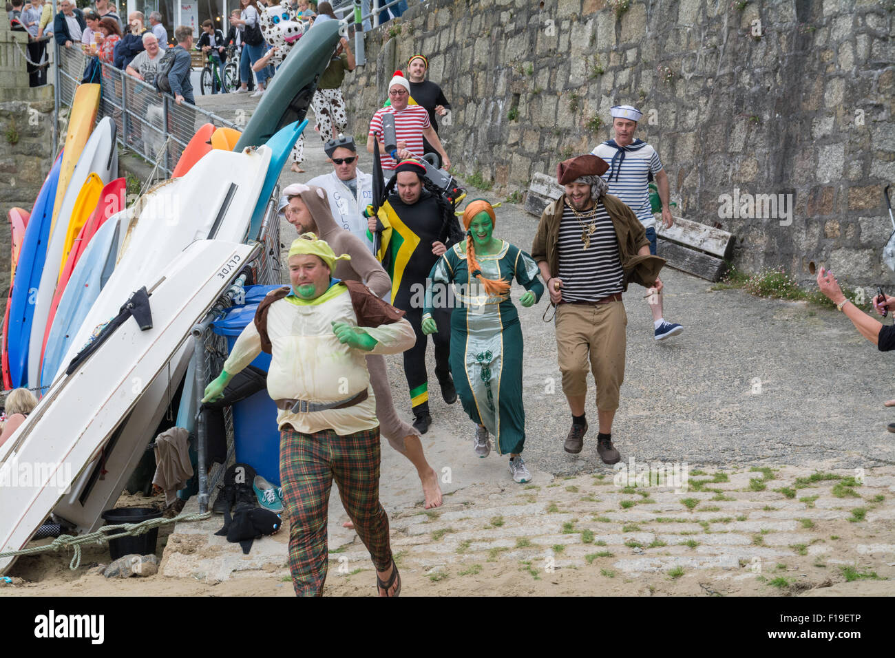 Mousehole, Cornwall, UK. 29th August 2015. The annual boat punt race where competitors have to race to the pub drink - Stock Image