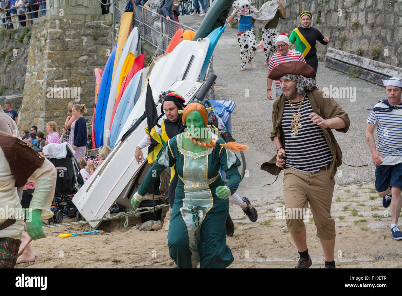 Mousehole, Cornwall, UK. 29th August 2015. The annual boat punt race where competitors have to race to the pub drink Stock Photo