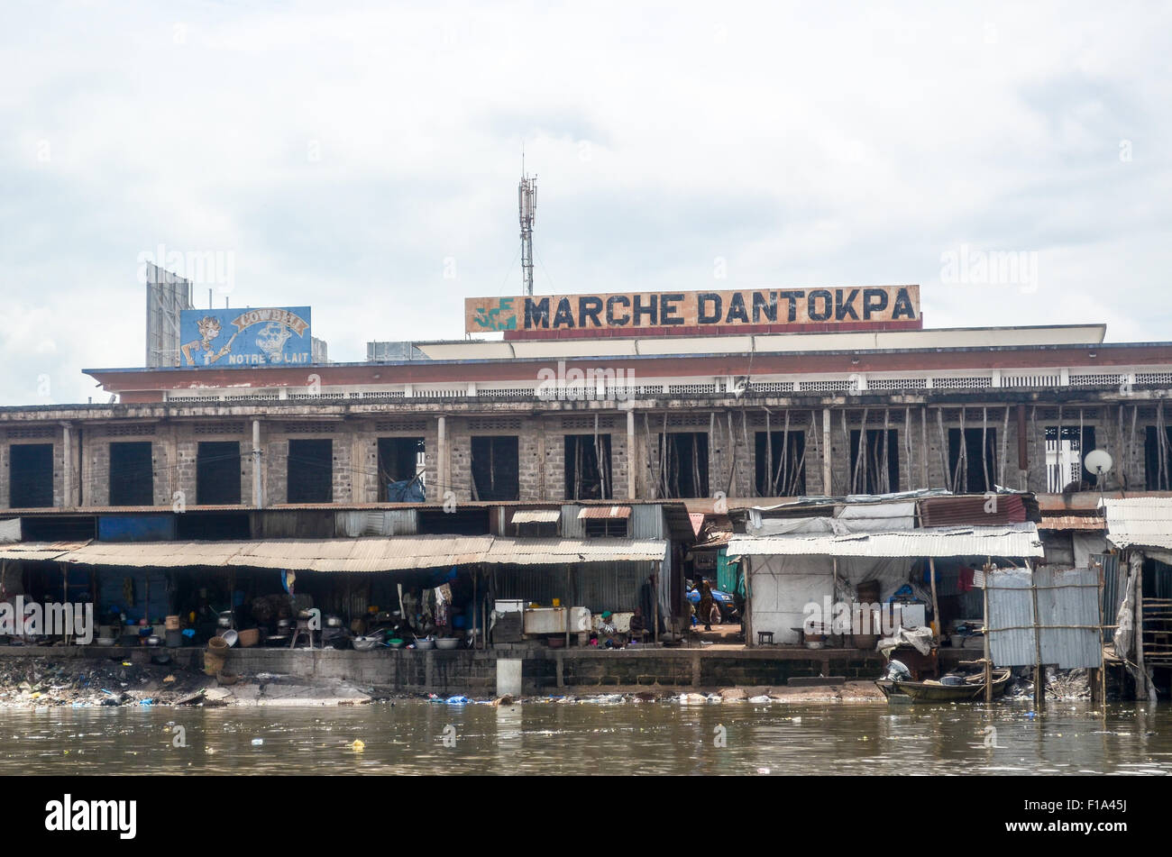 Dirty side of Dantokpa market in Cotonou, Benin, from the Ouémé river - Stock Image