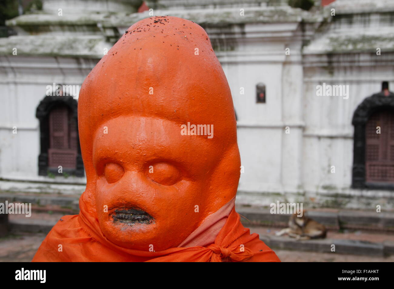 Hindu statue on the banks of Bagmati river at Pashupatinath Temple in Kathmandu - Stock Image