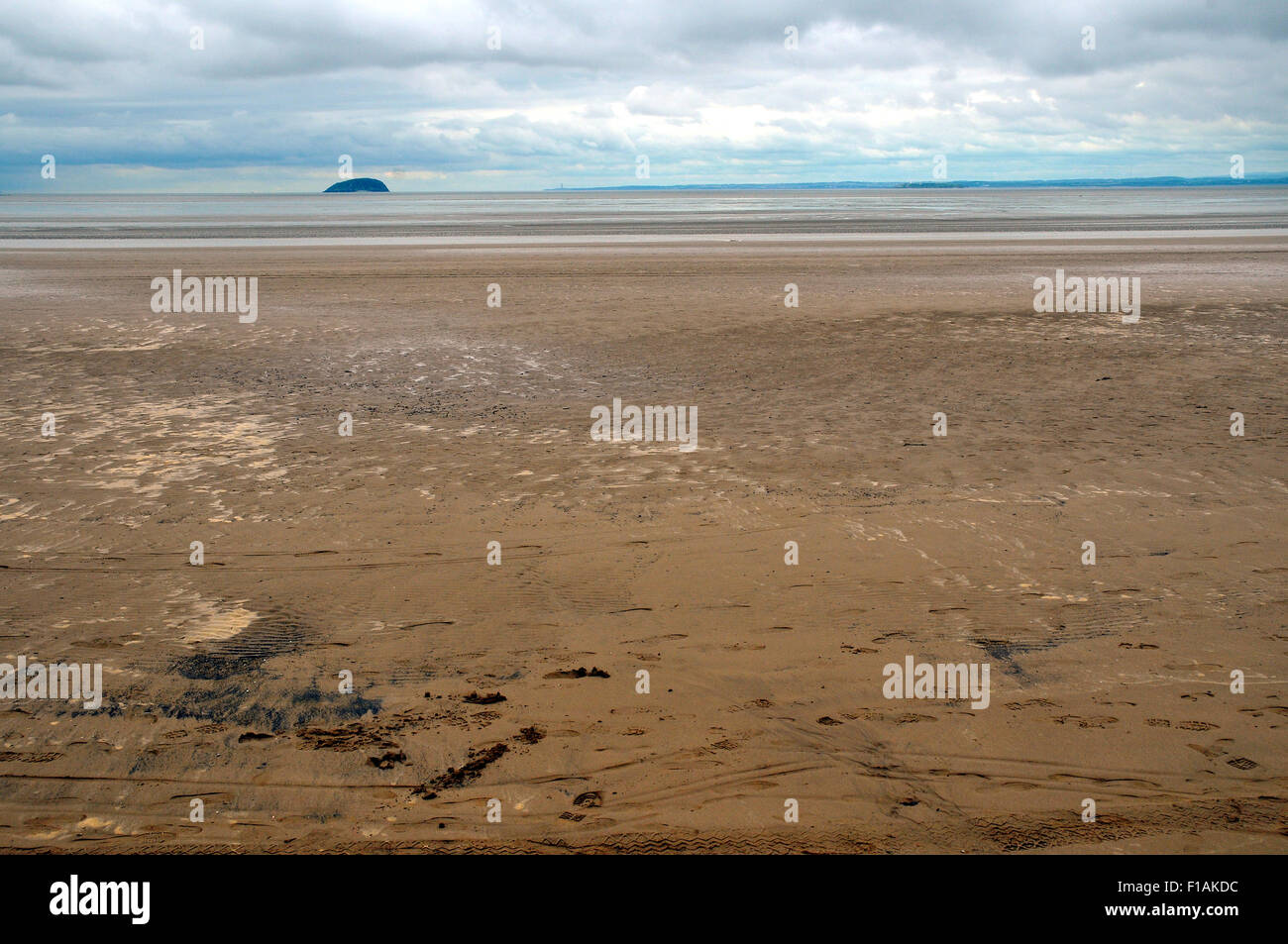 Weston Super Mare, UK. 31st August, 2015. Cloudy weather put tourists off visting Weston Super Mare beach. Credit: Stock Photo