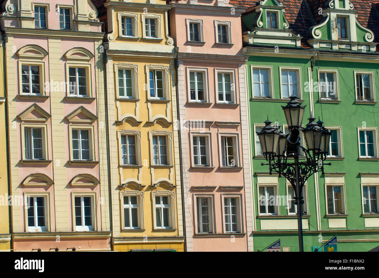 Houses dating from the 13th century in the medieval market square of the Rynek in Wroclaw, Poland. - Stock Image