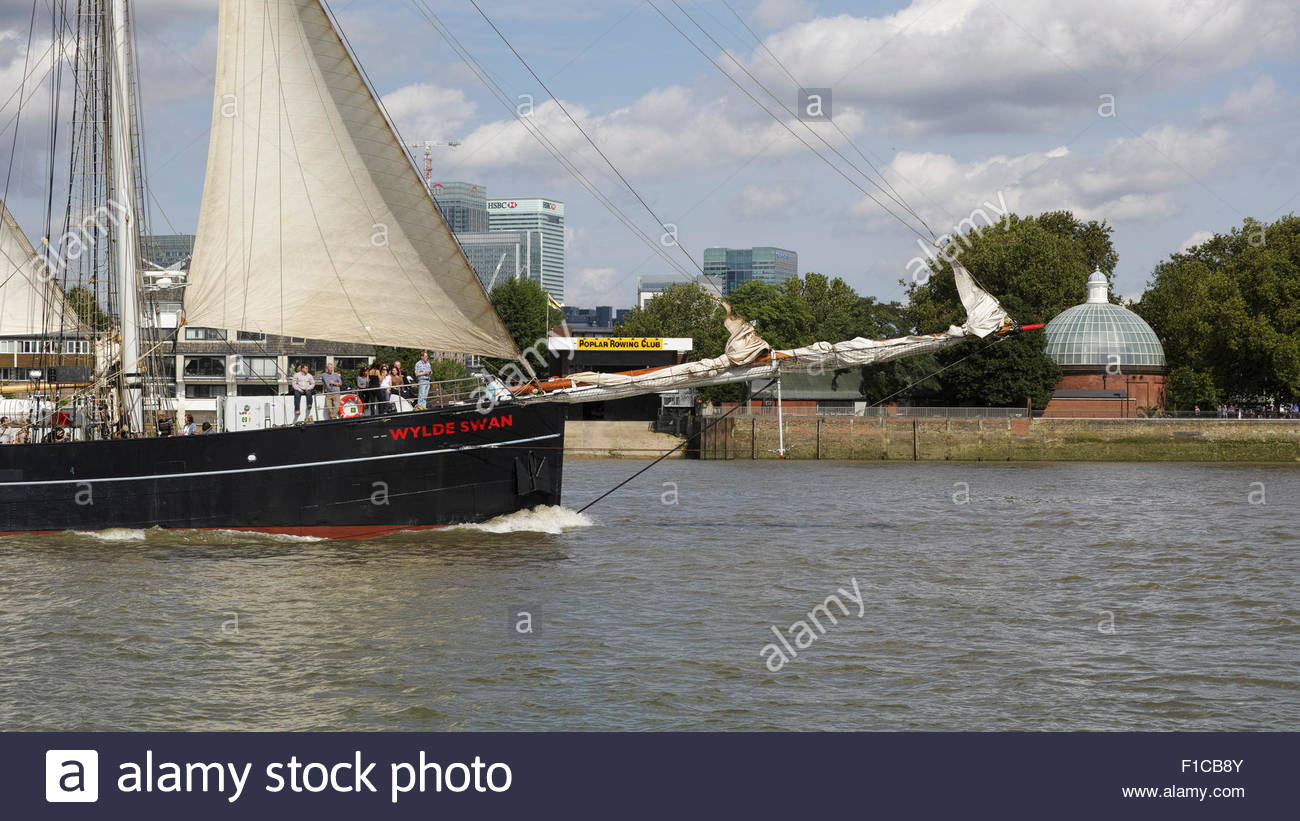 Historic topsail schooner 'Wylde Swan' passes the Isle of Dogs during the Tall Ships Festival 2015 weekend: - Stock Image